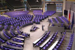 Deutscher_Bundestag_Plenarsaal_Seitenansicht